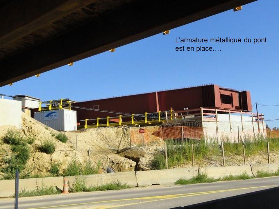 Emplacement prêt pour recevoir le pont qui sera poussé et reposera sur les piles support..Jusquau pied du pont 300 mètres plus loin..