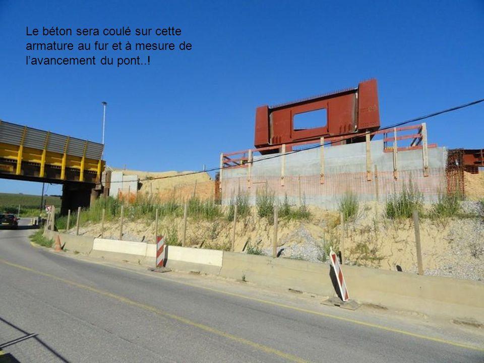 Les engins de chantiers préparent la voie…! Lopération de terrassement est en cours…!