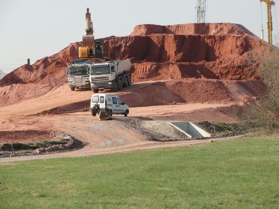 Stockage des résidus provenant du creusement du tunnel…