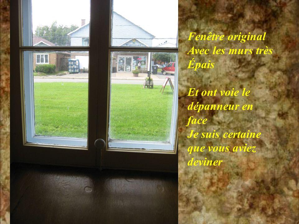 Les poutres originales de cette belle église encore avec lécorce pis la bette à Thérèse