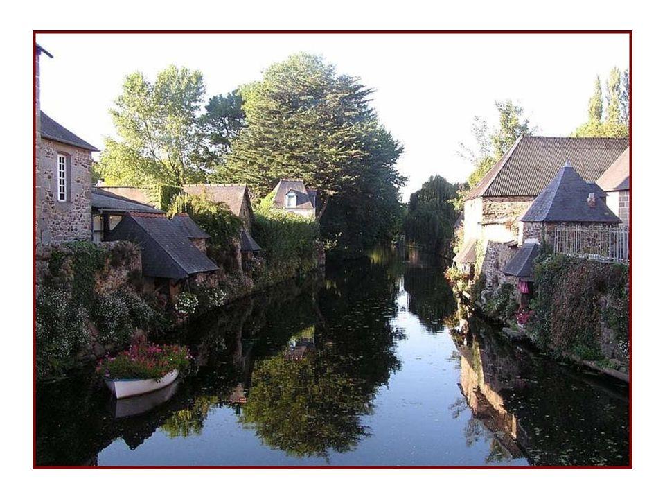 Pontrieux est une petite cité pleine de charme avec de nombreux lavoirs souvent fleuris
