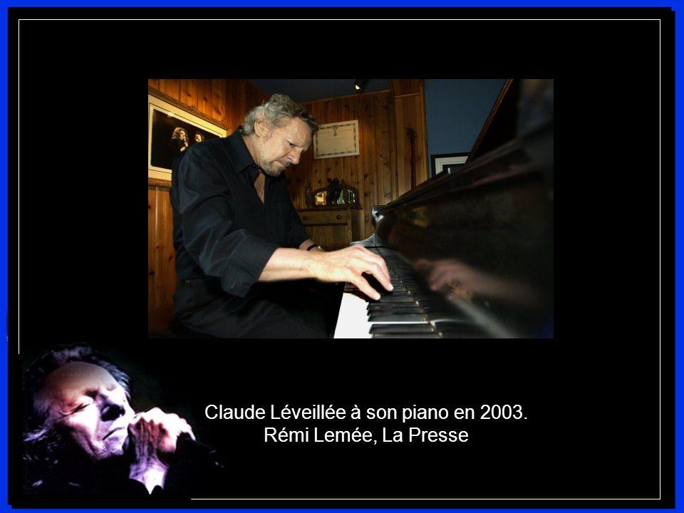 Claude Léveillée naît le 16 octobre 1932 à Montréal. Son talent musical se manifeste tôt. À l'âge de 5 ans, il improvise au piano, sans apprendre à jo
