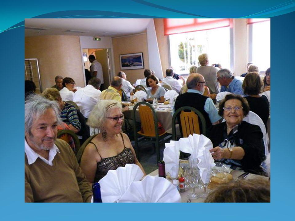 À la table 11 ( 2 photos) il y avait : CAMELEYRE PIERRE SOULIE MARIE THERESE COELHO GENEVIEVE GALLISA JEAN MARCEL BARTOLI MAGUY FONTANABONA GEORGES CAMELEYRE GENEVIEVE DERBEY JACQUELINE EYRIGNOUX PIERRE SERRES MARTINE BESSIERES IDA OREZZOLI CHRISTIAN