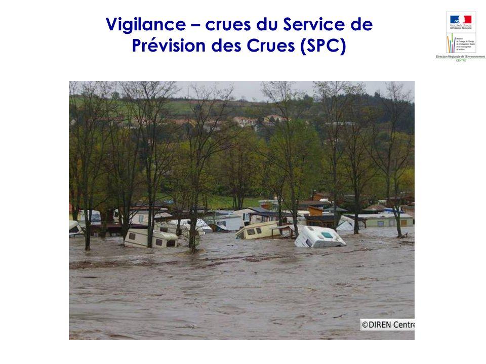 A Bas en Basset, la crue dépasse les débits des crues de 11/1996 et 12/2003 et sapproche de la catastrophique crue de 09/1980. Un camping est ravagé.