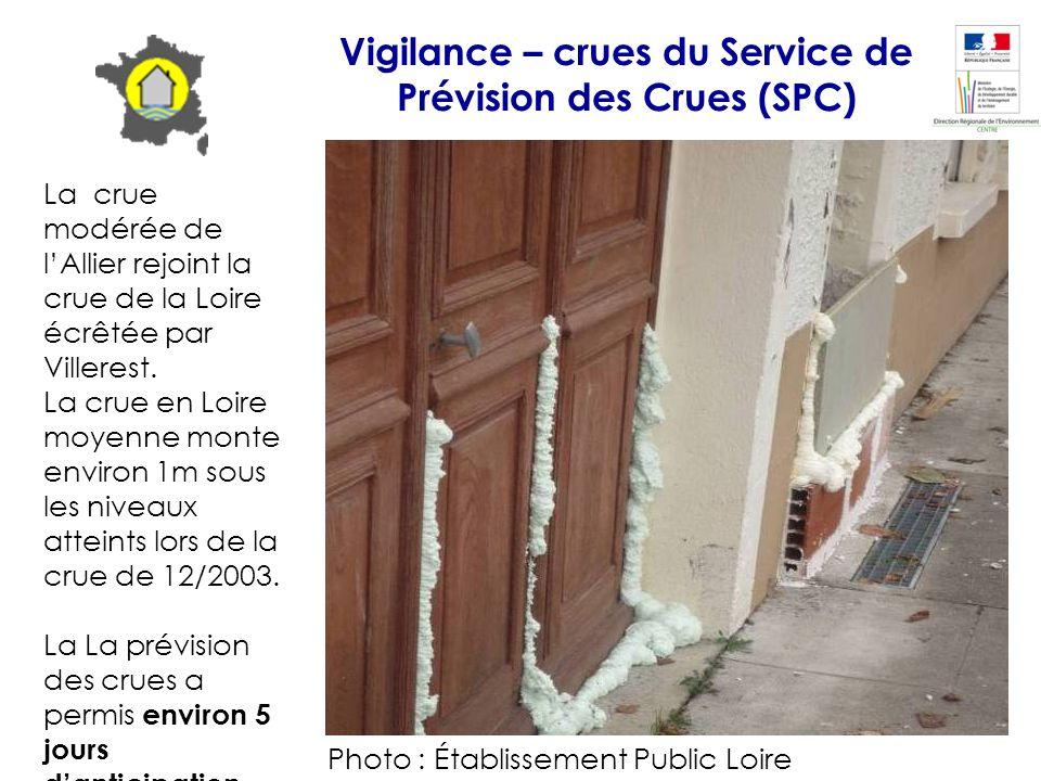 La crue modérée de lAllier rejoint la crue de la Loire écrêtée par Villerest. La crue en Loire moyenne monte environ 1m sous les niveaux atteints lors