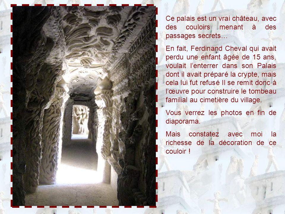 Entre les colonnes de la portion de façade de la page précédente, vous avez deviné des niches : chaque niche abrite la reproduction dun monument typique dune civilisation.