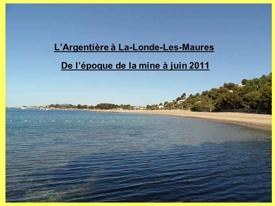 La plage de lArgentière en 2011 Située au sud-est de la commune, elle doit son nom aux anciennes exploitations de plomb argentifère qui occupaient cette même place au début du XX ème siècle.