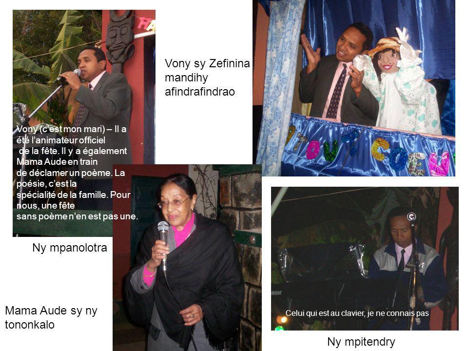 Ny mpanolotra Vony sy Zefinina mandihy afindrafindrao Mama Aude sy ny tononkalo Ny mpitendry Celui qui est au clavier, je ne connais pas.