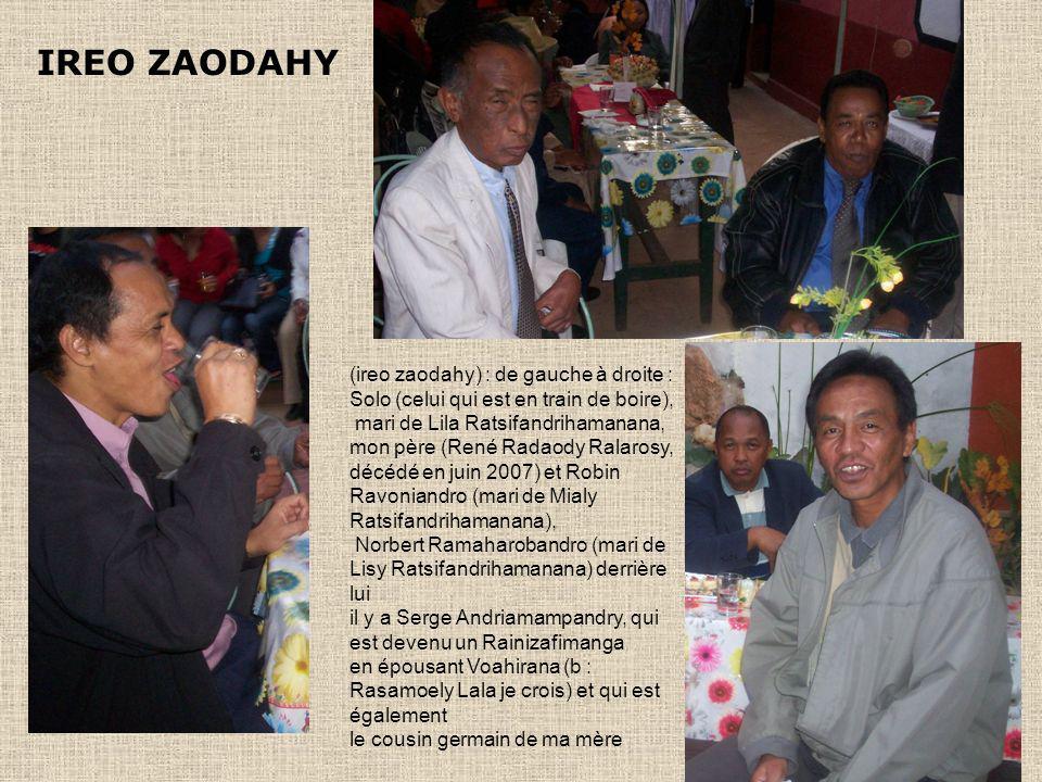 IREO ZAODAHY (ireo zaodahy) : de gauche à droite : Solo (celui qui est en train de boire), mari de Lila Ratsifandrihamanana, mon père (René Radaody Ralarosy, décédé en juin 2007) et Robin Ravoniandro (mari de Mialy Ratsifandrihamanana), Norbert Ramaharobandro (mari de Lisy Ratsifandrihamanana) derrière lui il y a Serge Andriamampandry, qui est devenu un Rainizafimanga en épousant Voahirana (b : Rasamoely Lala je crois) et qui est également le cousin germain de ma mère