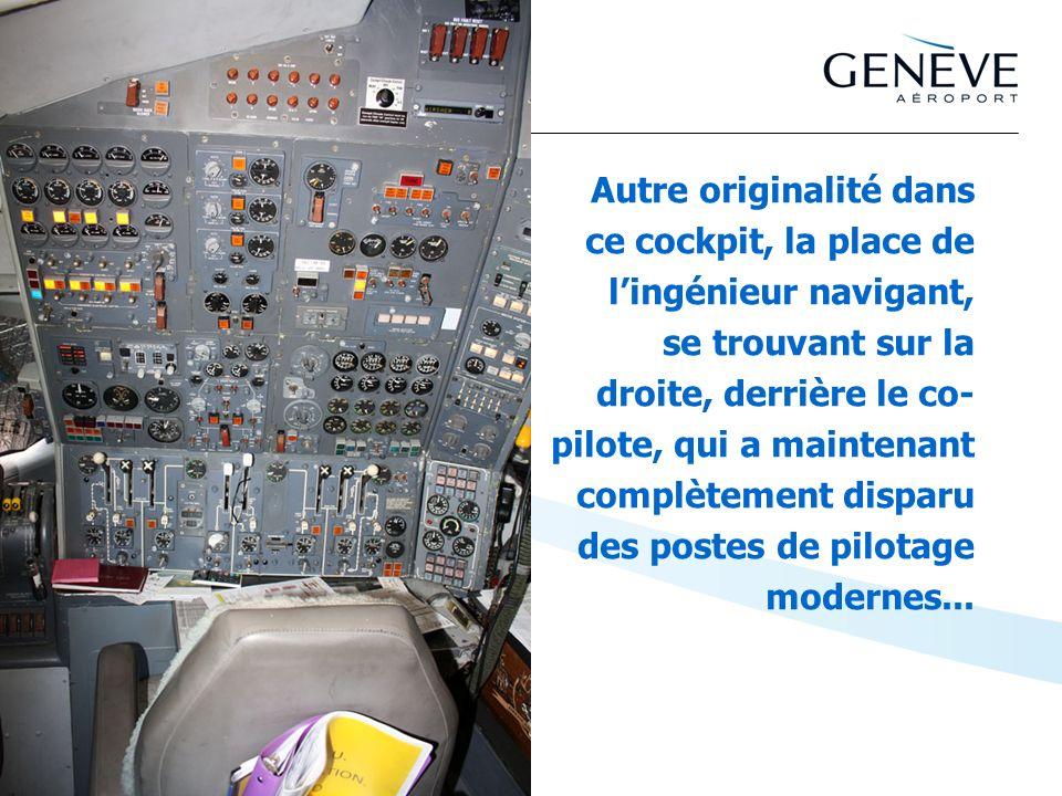Autre originalité dans ce cockpit, la place de lingénieur navigant, se trouvant sur la droite, derrière le co- pilote, qui a maintenant complètement d