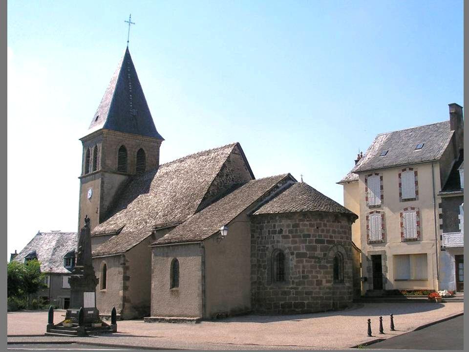église vers Brageac Chaussenac, résidence des notaires Garcelon père et fils (17 ème siècle)