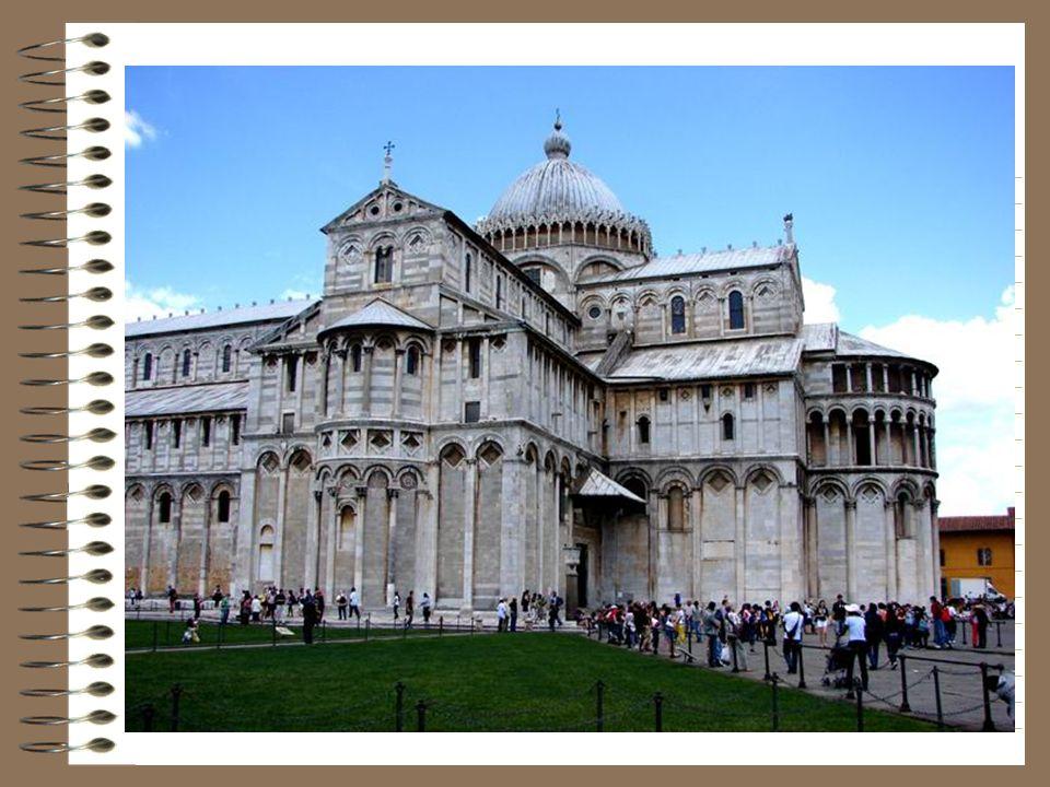 La cathédrale Santa Maria Assunta oeuvre des architectes Buscheto et Rainaldo à la fin du XI°s est construite avec lor de six vaisseaux pris à lennemi