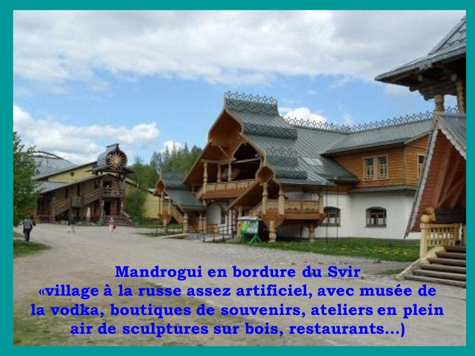 Mandrogui en bordure du Svir «village à la russe assez artificiel, avec musée de la vodka, boutiques de souvenirs, ateliers en plein air de sculptures