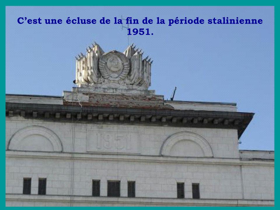 Cest une écluse de la fin de la période stalinienne 1951.