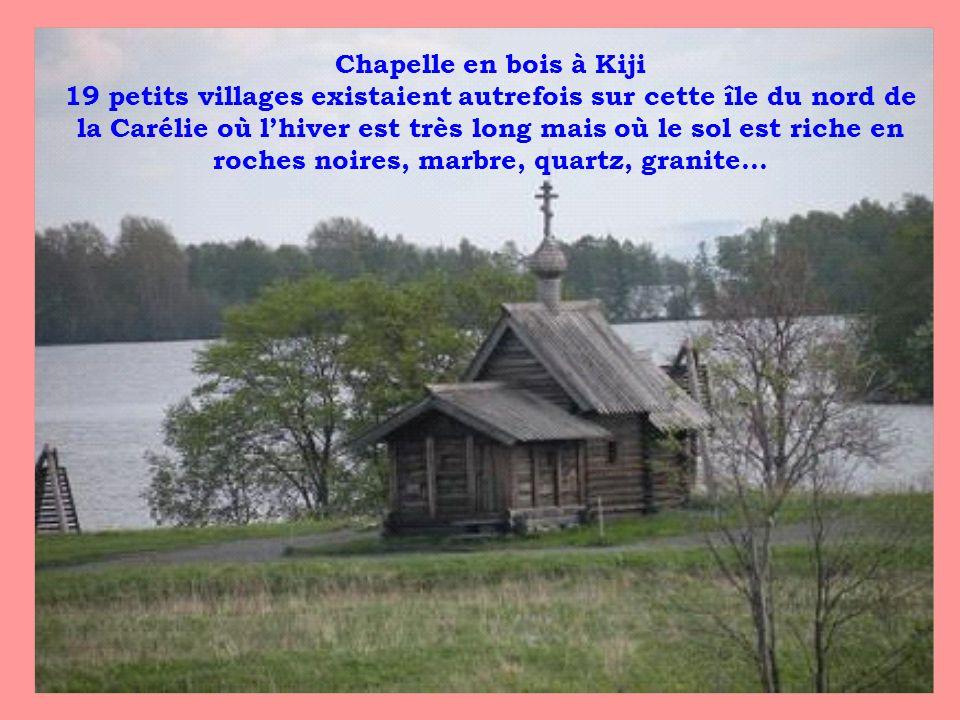 Chapelle en bois à Kiji 19 petits villages existaient autrefois sur cette île du nord de la Carélie où lhiver est très long mais où le sol est riche e