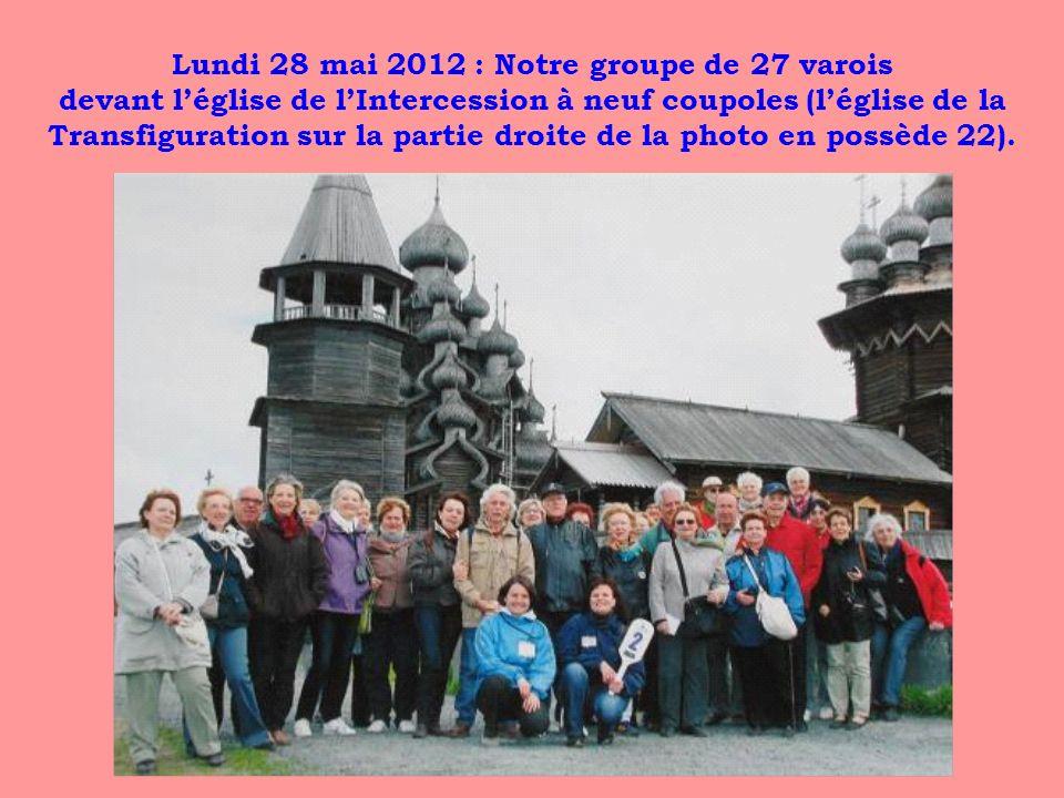 Lundi 28 mai 2012 : Notre groupe de 27 varois devant léglise de lIntercession à neuf coupoles (léglise de la Transfiguration sur la partie droite de l