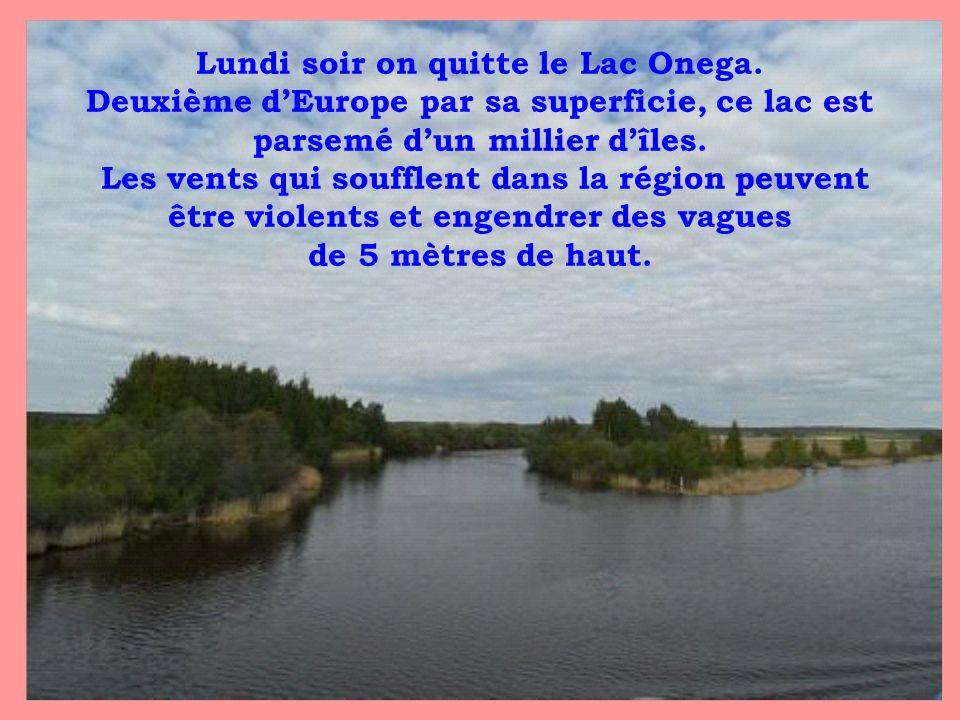Lundi soir on quitte le Lac Onega. Deuxième dEurope par sa superficie, ce lac est parsemé dun millier dîles. Les vents qui soufflent dans la région pe