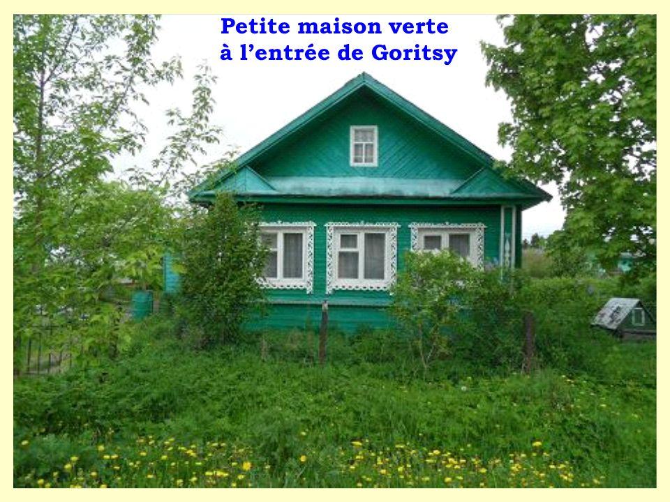 Petite maison verte à lentrée de Goritsy