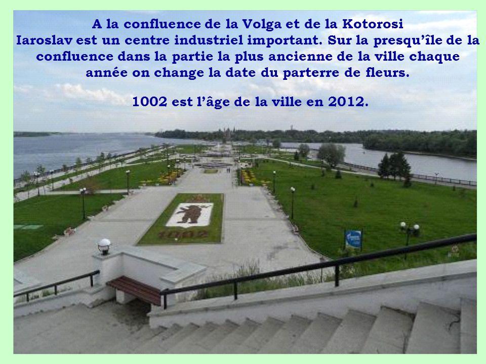 A la confluence de la Volga et de la Kotorosi Iaroslav est un centre industriel important. Sur la presquîle de la confluence dans la partie la plus an