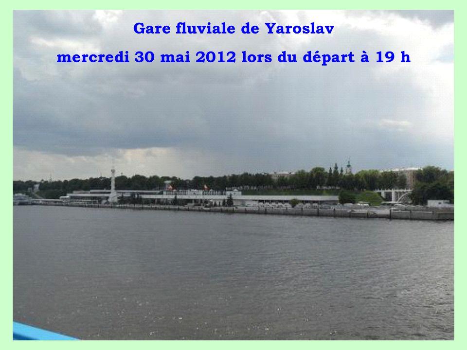 Gare fluviale de Yaroslav mercredi 30 mai 2012 lors du départ à 19 h