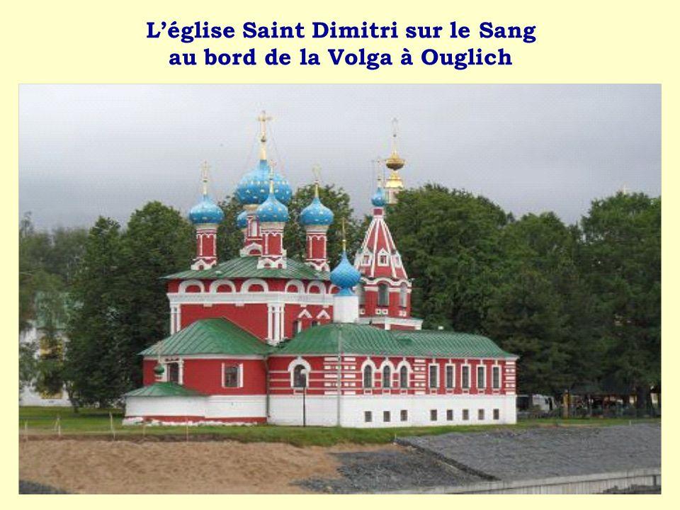Léglise Saint Dimitri sur le Sang au bord de la Volga à Ouglich