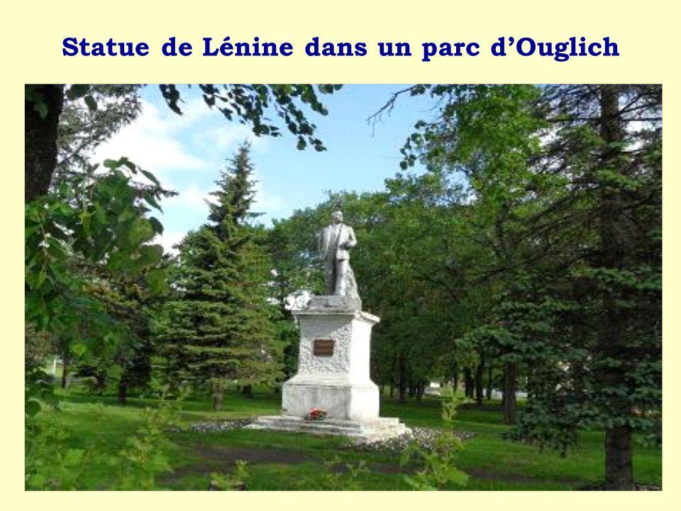 Statue de Lénine dans un parc dOuglich