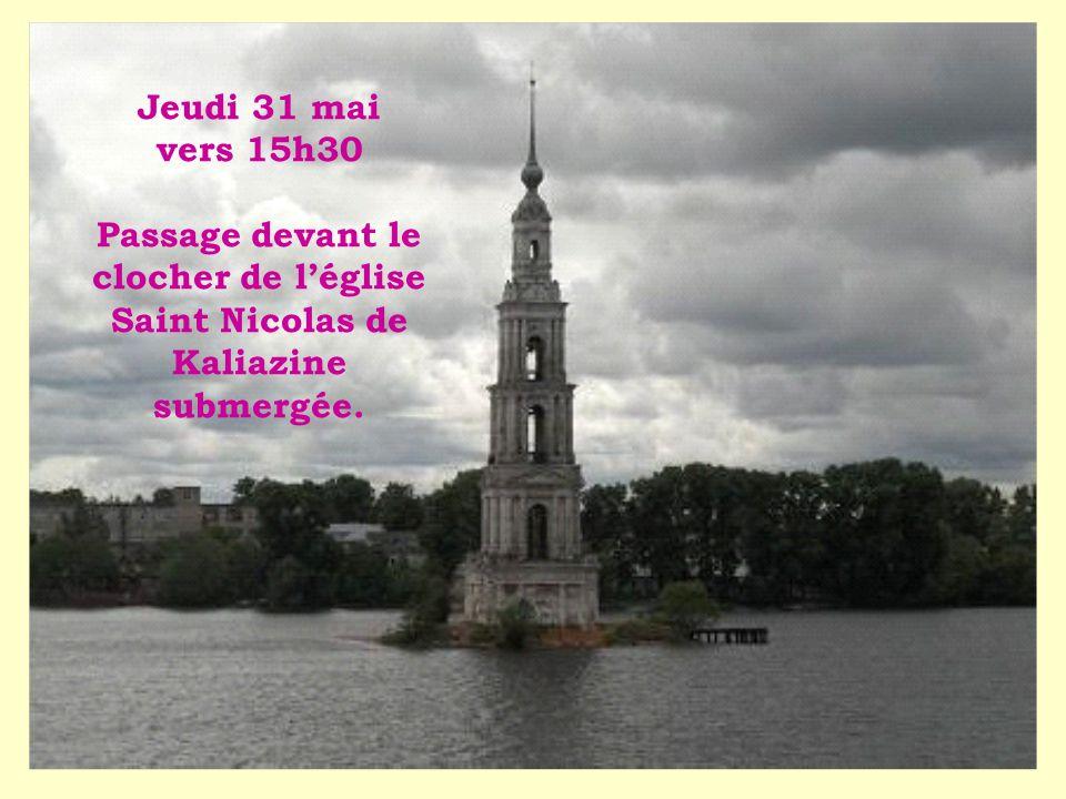 Jeudi 31 mai vers 15h30 Passage devant le clocher de léglise Saint Nicolas de Kaliazine submergée.