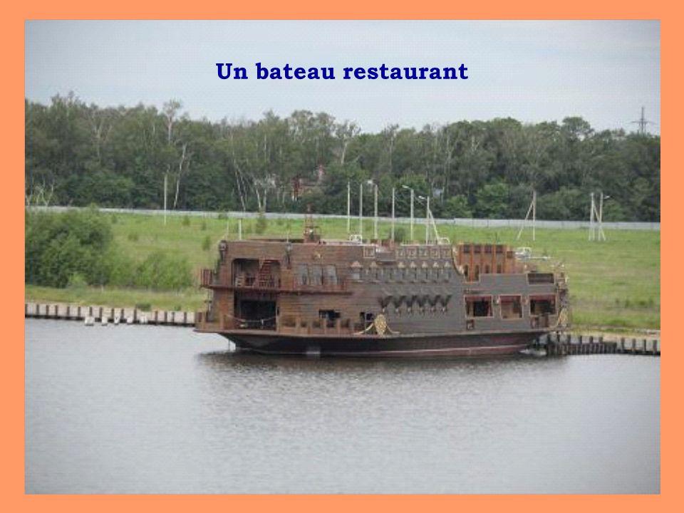 Un bateau restaurant