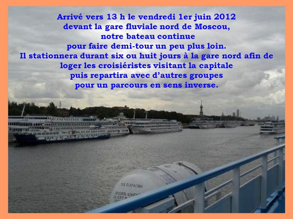 Arrivé vers 13 h le vendredi 1er juin 2012 devant la gare fluviale nord de Moscou, notre bateau continue pour faire demi-tour un peu plus loin. Il sta