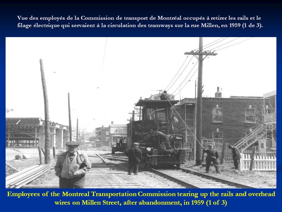 Vue de dos dun tramway de la Commission de transport de Montréal circulant vers le sud sur la rue Frontenac, entre les rues Sherbrooke et Hochelaga, l