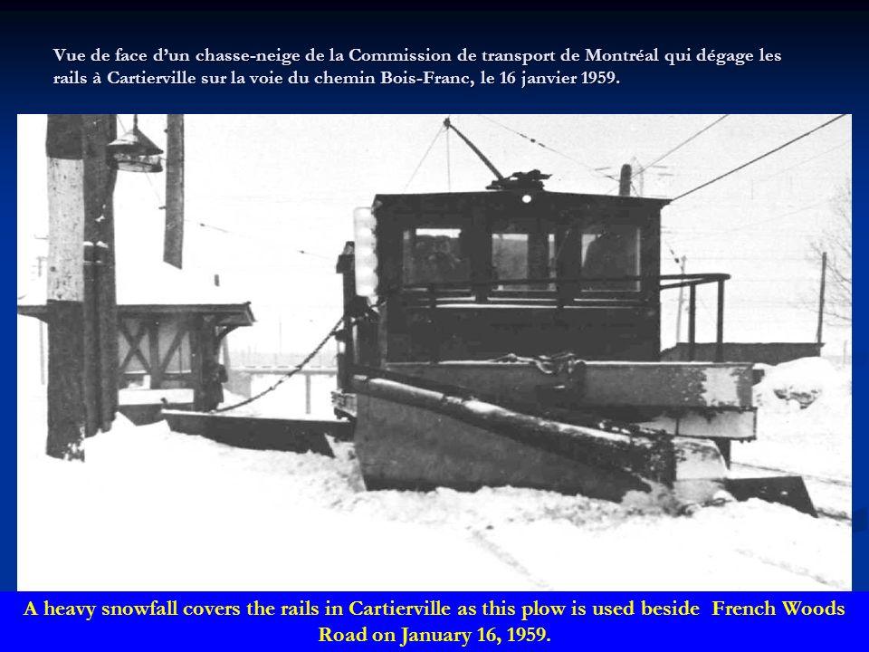 Vue de côté dun camion durgence de la Commission de transport de Montréal portant encore leffigie de la Montreal Tramways Company, en 1955. A 1955 vie