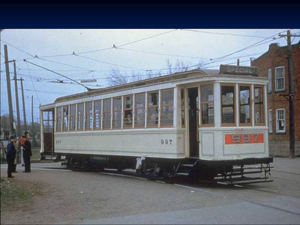 Vue du tramway # 1996 de la Commission de transport de Montréal soulevé par une grue pour être remisé au garage Mont-Royal, en 1952 Montreal Transport
