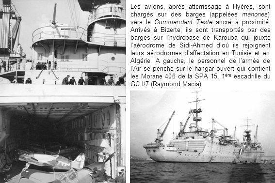 Les avions, après atterrissage à Hyères, sont chargés sur des barges (appelées mahones) vers le Commandant Teste ancré à proximité. Arrivés à Bizerte,