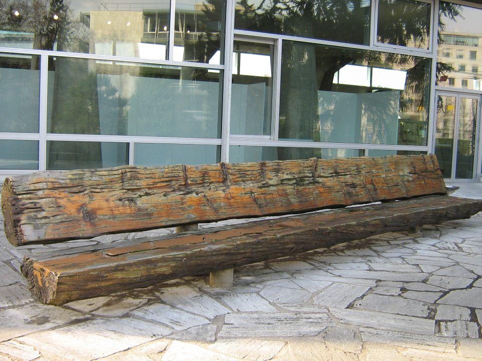 Cette fontaine de la paix a été dessinée par Isamu Noguchi.