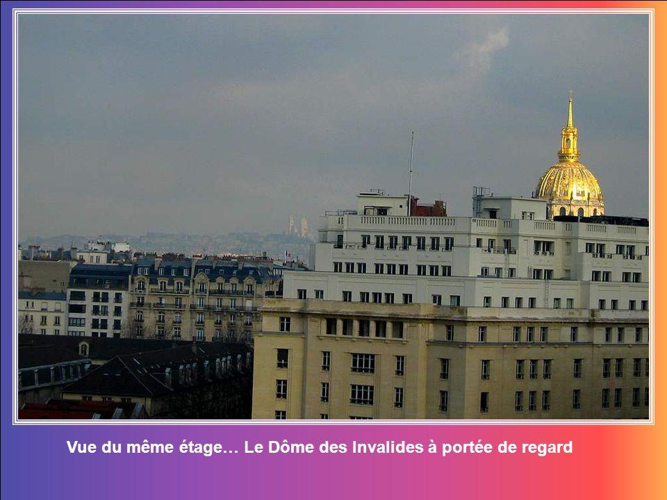 Vue du 7è étage sur lécole militaire et la Tour Eiffel… si proche !