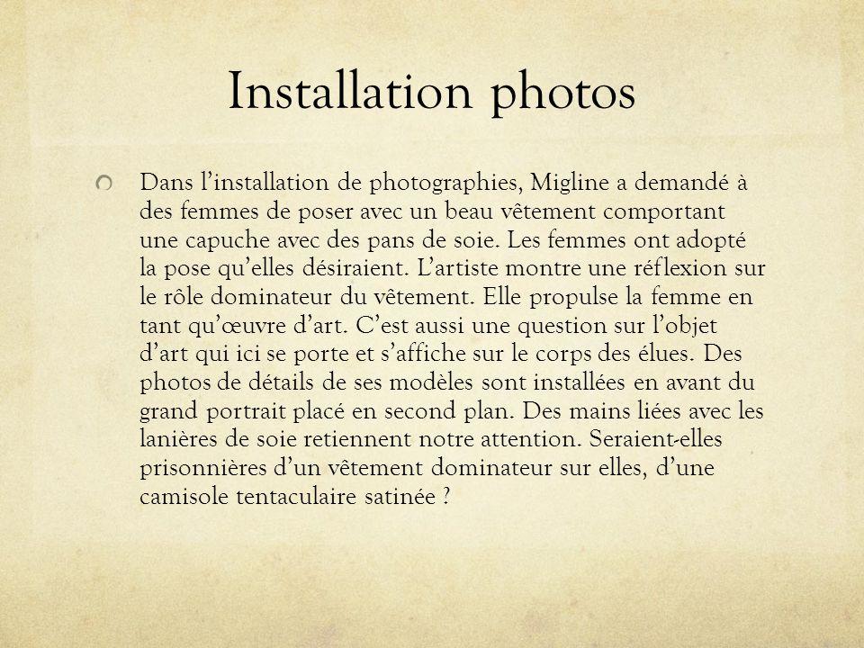 Installation photos Dans linstallation de photographies, Migline a demandé à des femmes de poser avec un beau vêtement comportant une capuche avec des