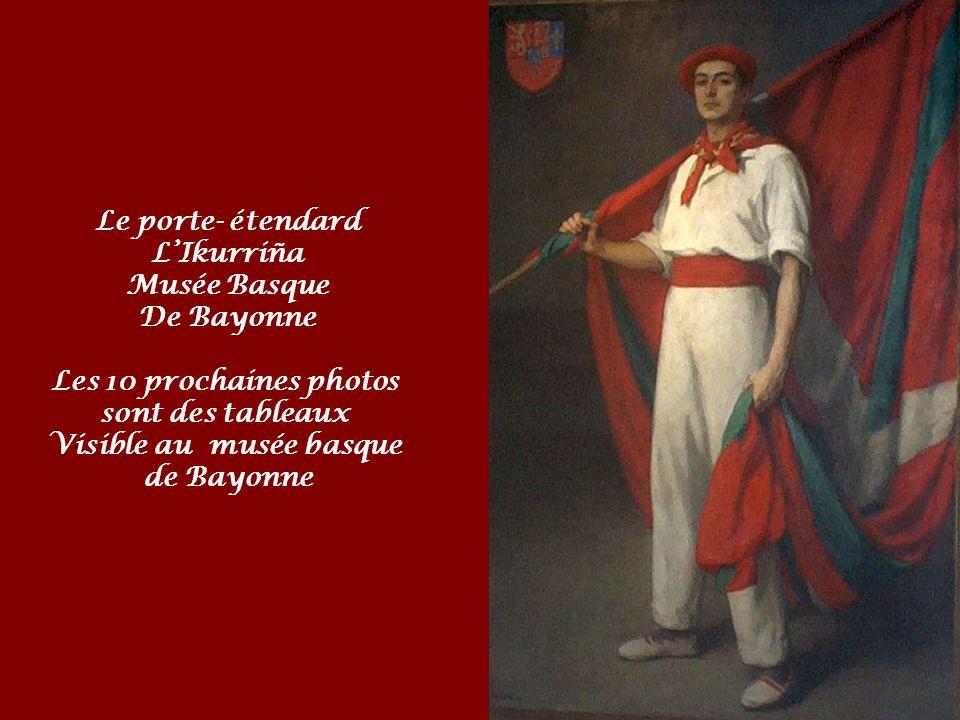 Le drapeau basque (Ikurrina en basque) a été conçu par les fondateurs du parti nationaliste basque, Luis et Sabino Arana; il est considéré comme le sy