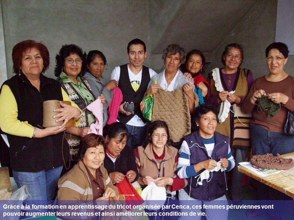 Grâce à la formation en apprentissage du tricot organisée par Cenca, ces femmes péruviennes vont pouvoir augmenter leurs revenus et ainsi améliorer leurs conditions de vie.
