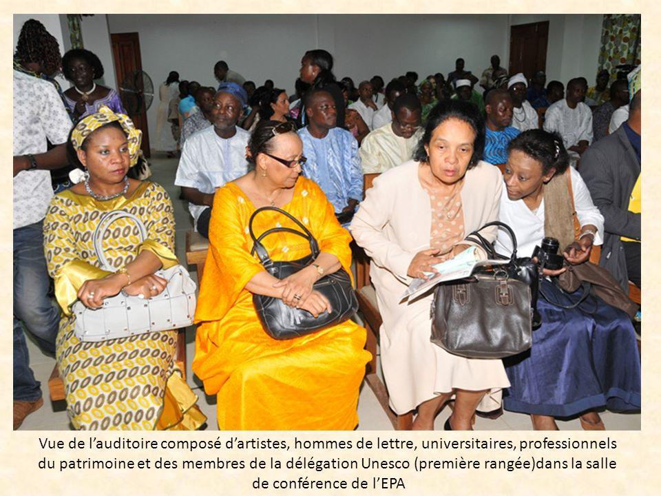 Vue de lauditoire composé dartistes, hommes de lettre, universitaires, professionnels du patrimoine et des membres de la délégation Unesco (première r