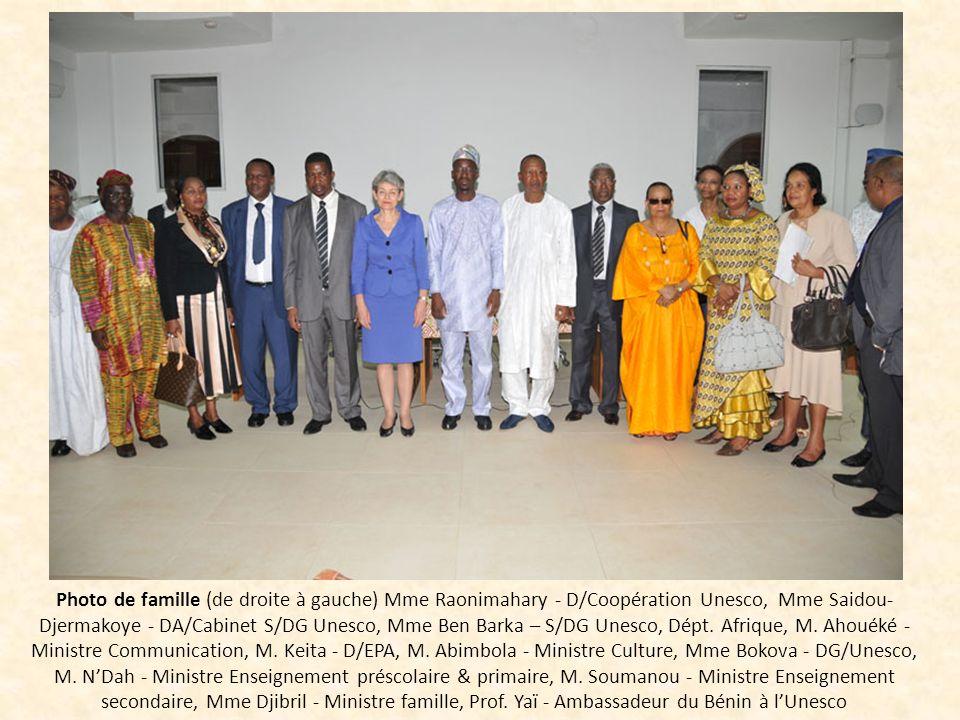 Photo de famille (de droite à gauche) Mme Raonimahary - D/Coopération Unesco, Mme Saidou- Djermakoye - DA/Cabinet S/DG Unesco, Mme Ben Barka – S/DG Un