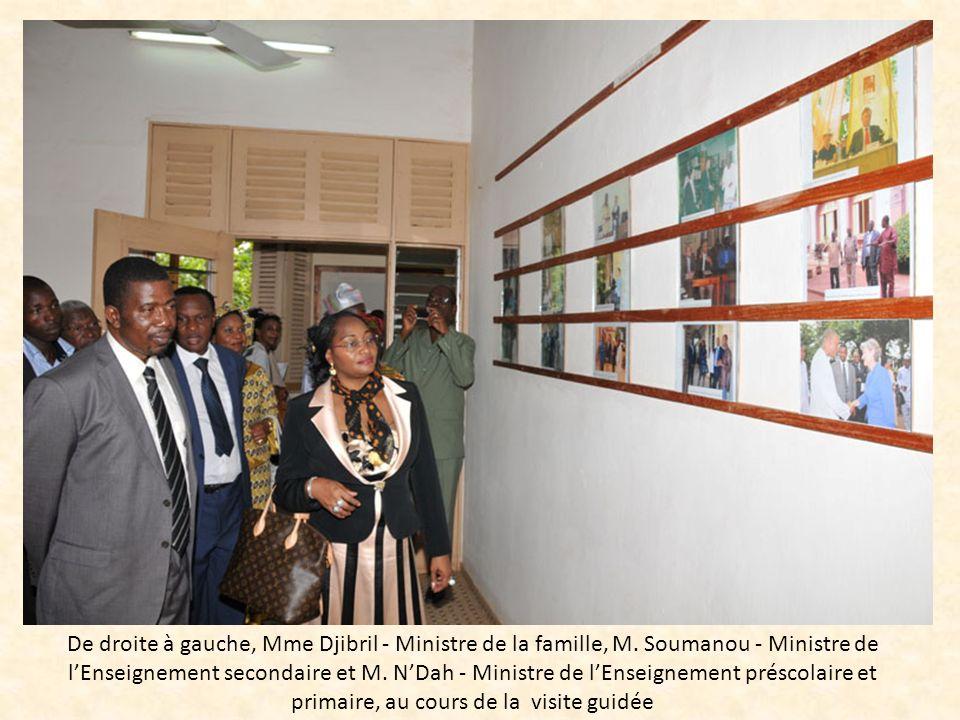 De droite à gauche, Mme Djibril - Ministre de la famille, M. Soumanou - Ministre de lEnseignement secondaire et M. NDah - Ministre de lEnseignement pr