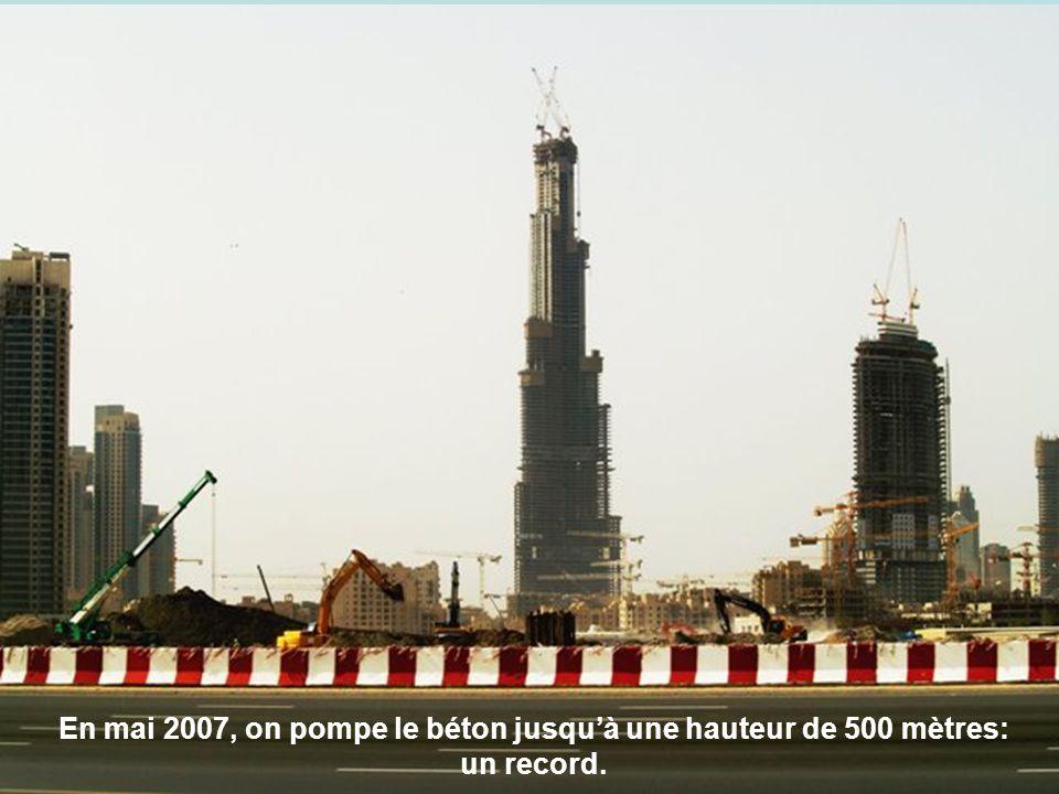 En mai 2007, on pompe le béton jusquà une hauteur de 500 mètres: un record.