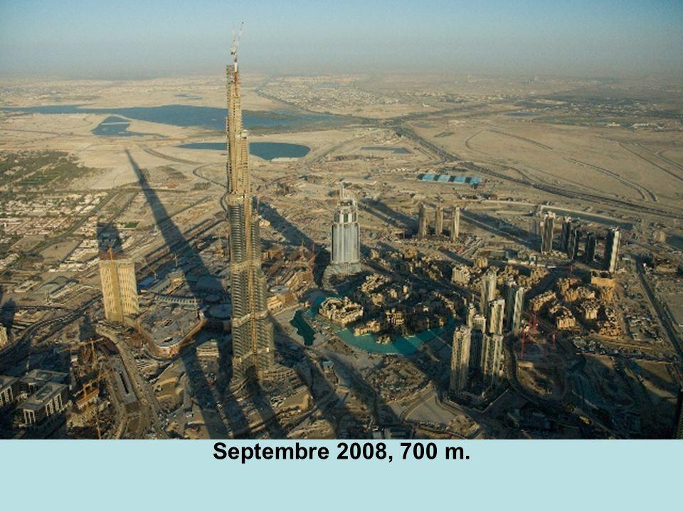 En septembre 2007, il était déjà devenu le plus haut édifice du monde: 555 m