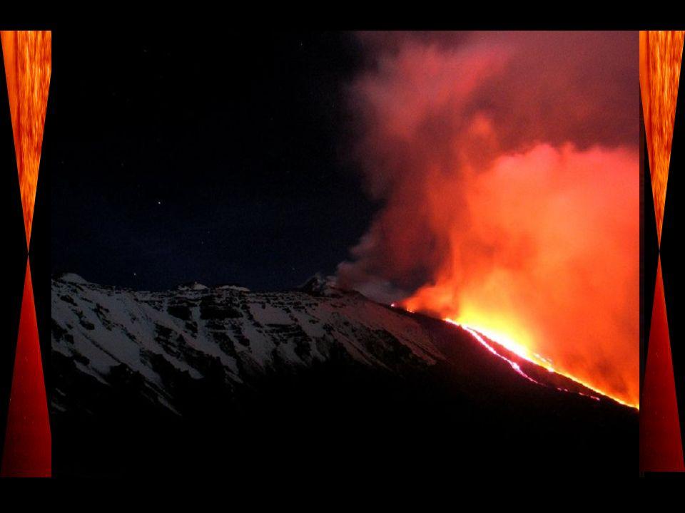 Les volcans ont cet aspect fascinant, ce coté magnifique mais terriblement dangereux lorsquils entrent en éruption.