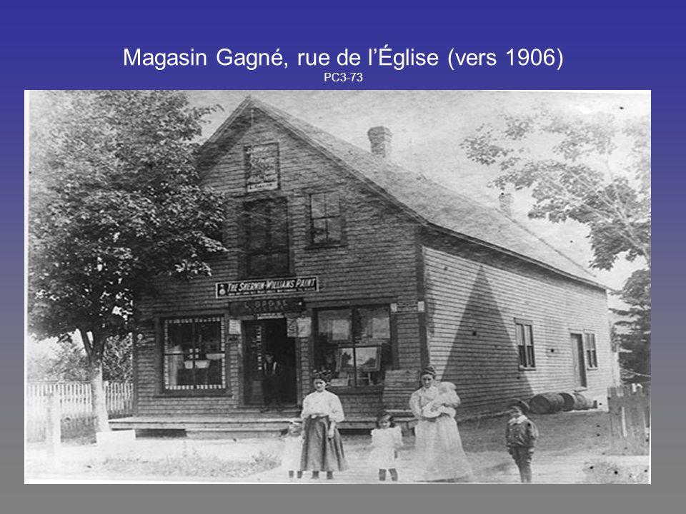 Magasin Gagné, rue de lÉglise (vers 1906) PC3-73