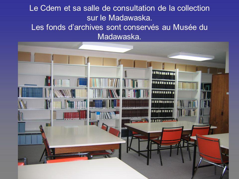 Le Cdem et une partie de la collection des ouvrages de référence, de généalogie, monographies et revues.
