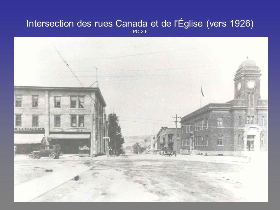 Intersection des rues Canada et de l'Église (vers 1926) PC-2-6