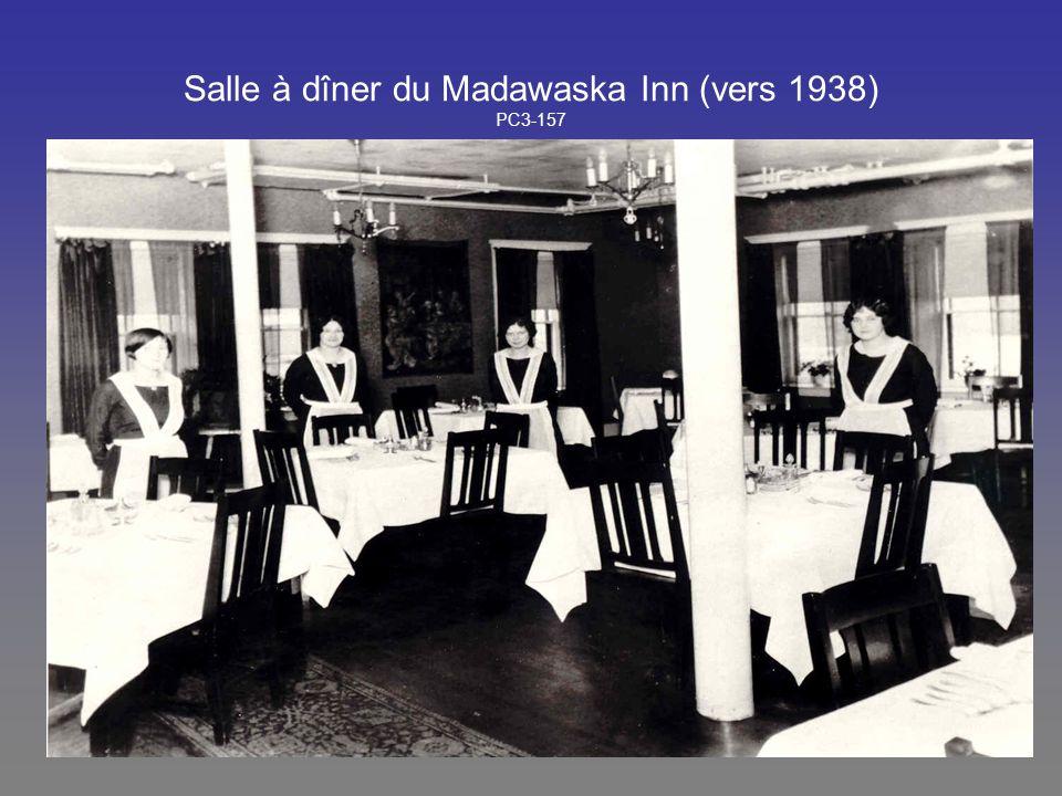 Salle à dîner du Madawaska Inn (vers 1938) PC3-157