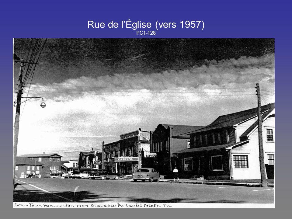 Rue de lÉglise (vers 1957) PC1-128