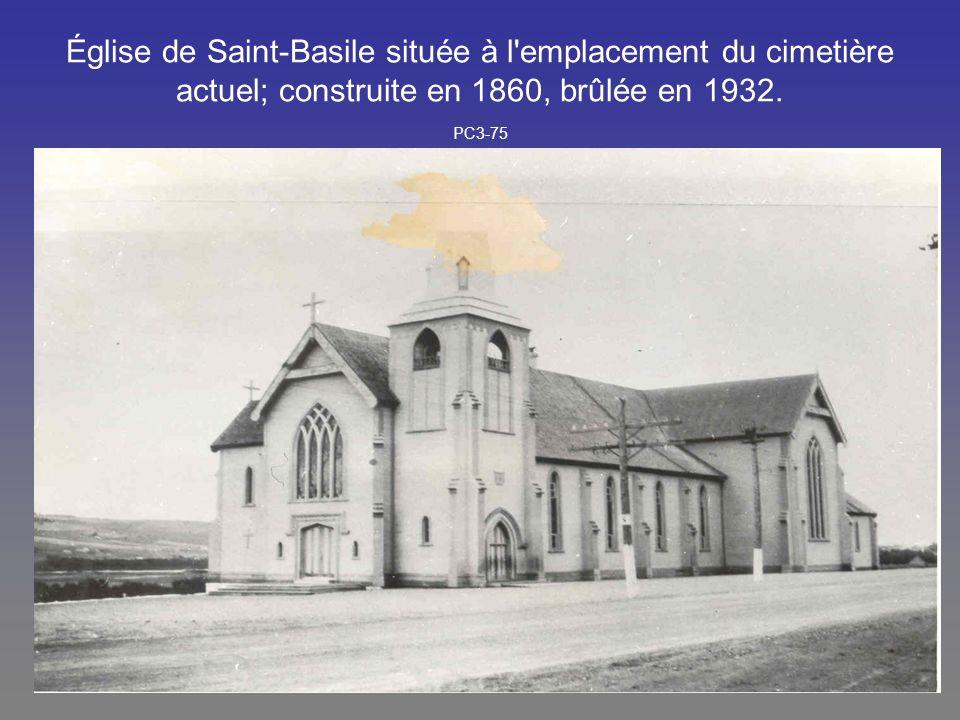 Église de Saint-Basile située à l'emplacement du cimetière actuel; construite en 1860, brûlée en 1932. PC3-75